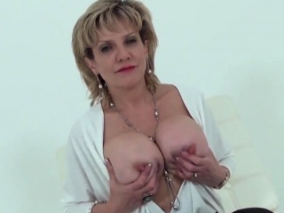 unfaithful british mature lady sonia shows her giant boobies
