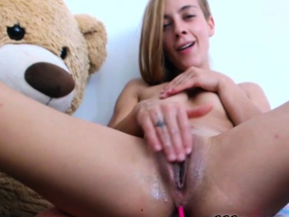 amateur teen camgirl masturbates and shows pussy on webcam