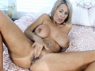 busty mature ainslee with big pussy lips gets cum