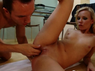 amazing blonde gets penetrated by his donger
