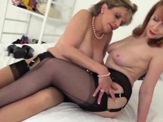cheating british mature lady sonia reveals her heavy tits83q