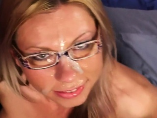 kinky idol gets cumshot on her face eating all the spunk39lp
