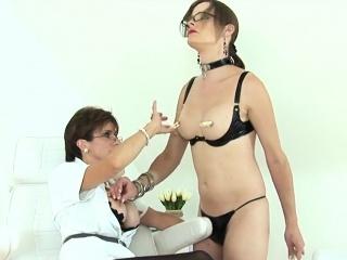 unfaithful english mature lady sonia flashes her heavy globe