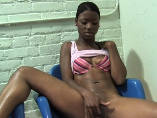 ebony lux play tries big dick for the first time gloryhole