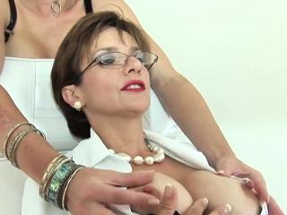 cheating british mature lady sonia reveals her huge naturals