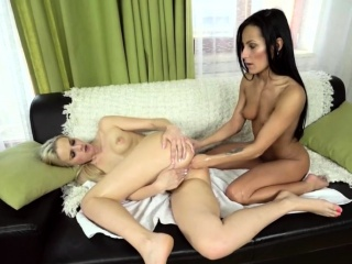 sexy blonde beauty gets hardcore anal fisting