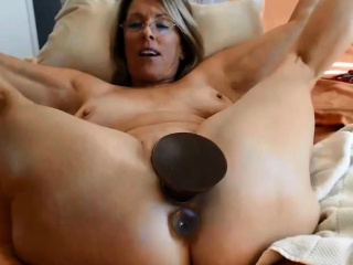 sensual blonde mom justy with big gaping pussy lips loves dp