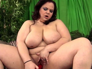 busty bbw babe pleasing her pussy with toys