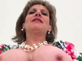unfaithful british mature lady sonia displays her big boobie