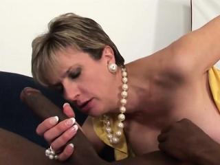 unfaithful british mature lady sonia reveals her big balloon