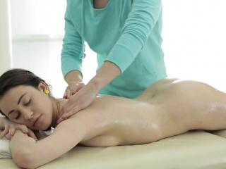 young chick gets her pussy massaged