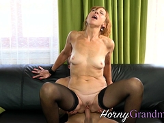 Old cougar slut gets jizzed