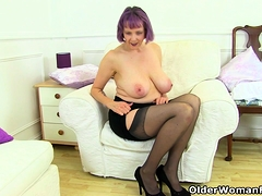 UK gilf Alisha Rydes lets us enjoy her old but willing fanny