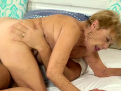 Granny loves a big cock upon her experienced pussy