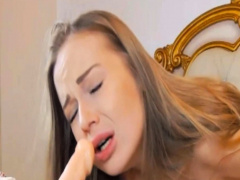 Beautiful Cam Chick Perform An Awesome Masturbation Show