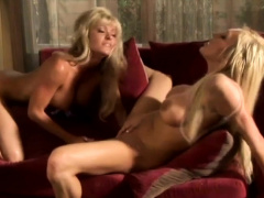 Experienced blonde knows how to use a dildo