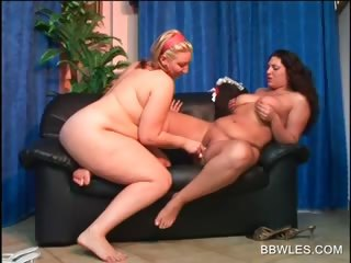 pussy licking and fingering with two bbw lesbians